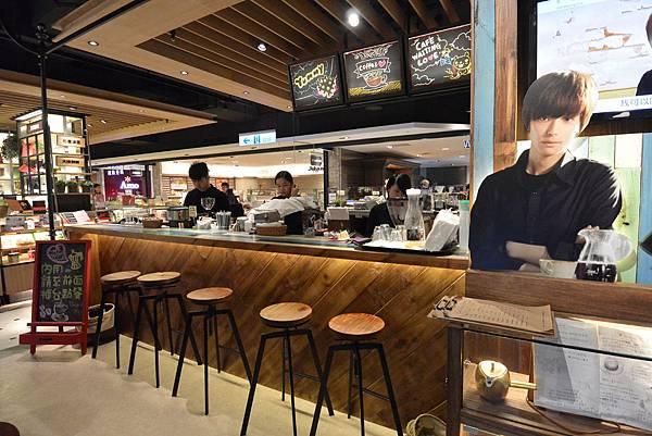 台北市等一個人咖啡新光A8店 (9).JPG