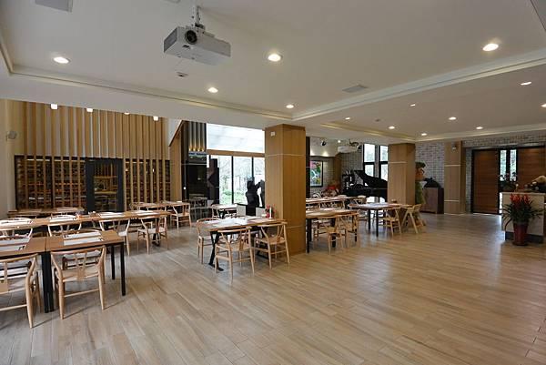 花蓮縣壽豐鄉雲山水有熊的森林:大廳+餐廳 (4).JPG