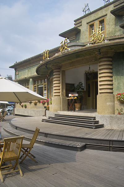 台南縣新化鎮新化街役場‧水灣餐廳大門露天空間2.jpg