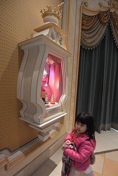 日本千葉県浦安市東京ディズニーランド:シンデレラのフエアリー手いる・ホール (14).JPG