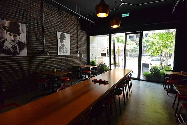台北市AJEOSSI CAFE' (2).JPG