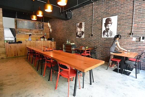 台北市AJEOSSI CAFE' (4).JPG