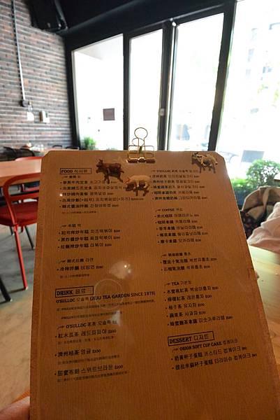 台北市AJEOSSI CAFE' (14).JPG