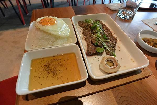 台北市AJEOSSI CAFE' (23).JPG