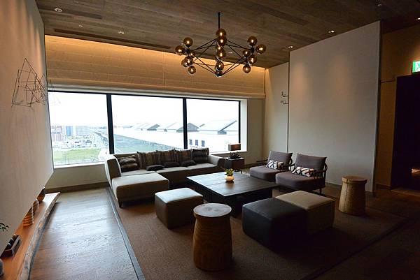日本北海道旭川市JRイン旭川:大廳+外觀+枕コーナー (4).JPG