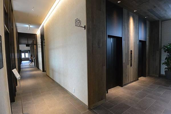 日本北海道旭川市JRイン旭川:大廳+外觀+枕コーナー (9).JPG