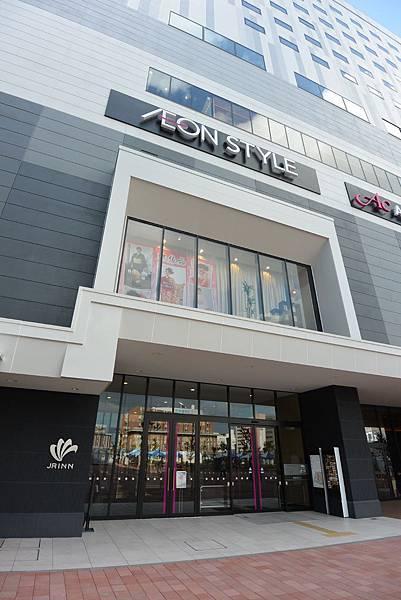 日本北海道旭川市JRイン旭川:大廳+外觀+枕コーナー (18).JPG