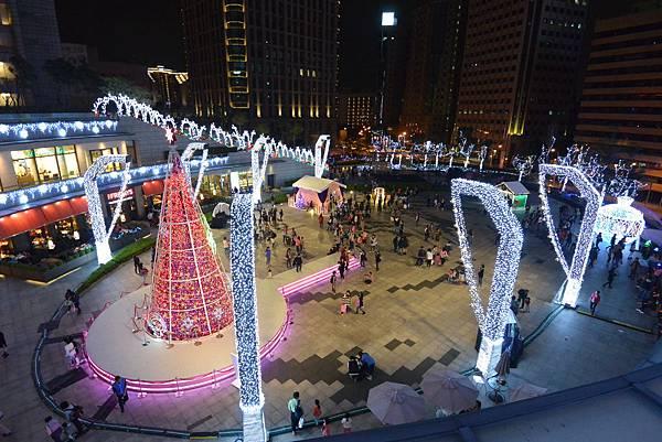 亞亞的耶誕燈海 (1).JPG
