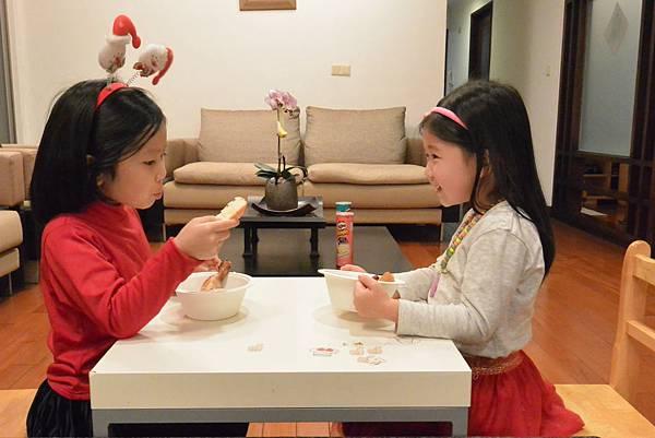 亞亞的烤雞耶誕party (1).JPG