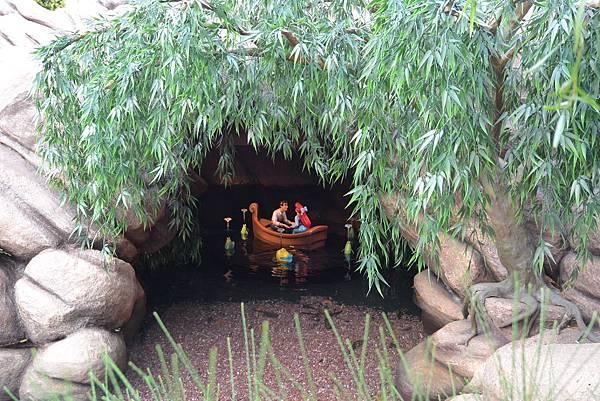 香港迪士尼樂園:童話園林 (1).JPG