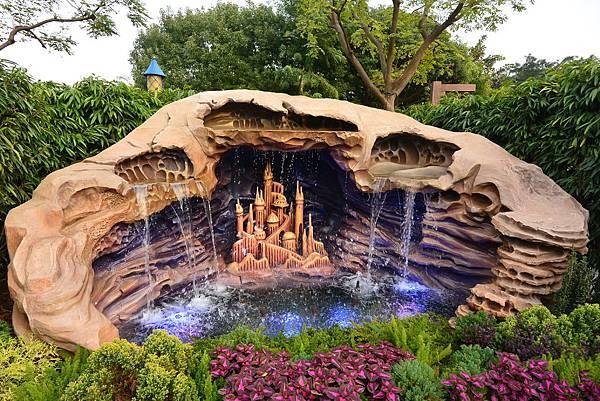 香港迪士尼樂園:童話園林 (2).JPG
