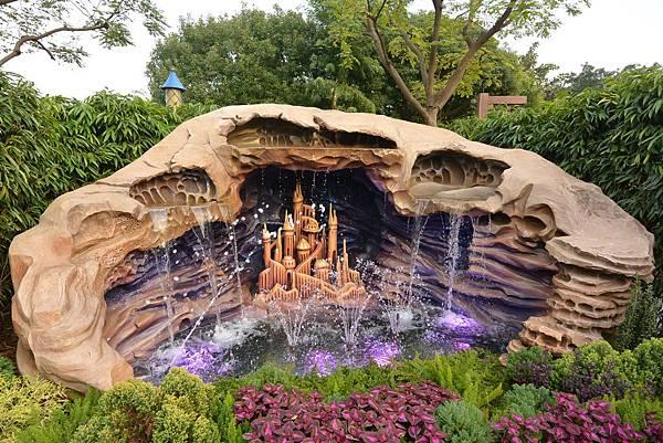 香港迪士尼樂園:童話園林 (3).JPG