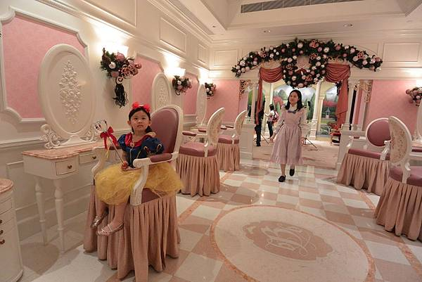 香港迪士尼樂園:魔法化妝廳 (1).JPG