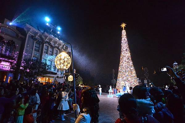 香港迪士尼樂園:《魔雪奇緣》聖誕亮燈禮 (1).JPG
