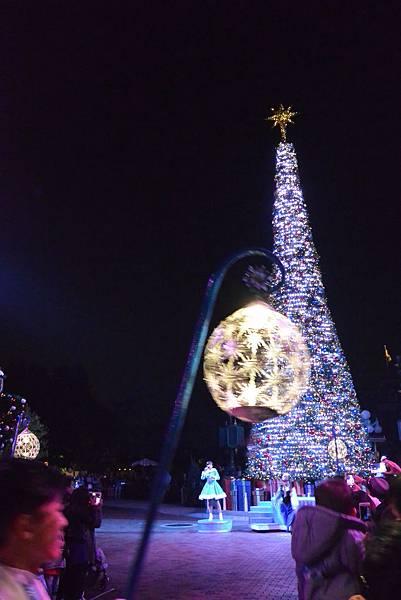 香港迪士尼樂園:《魔雪奇緣》聖誕亮燈禮 (21).JPG