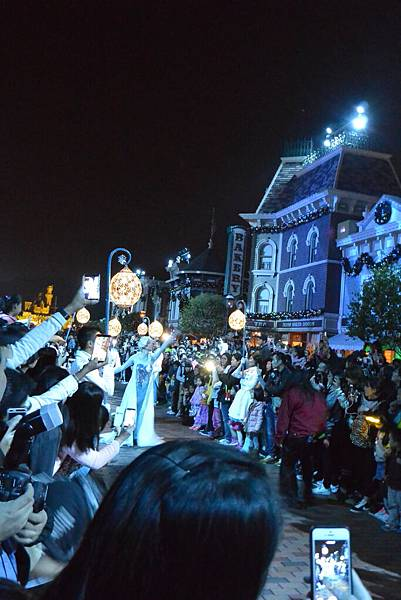 香港迪士尼樂園:《魔雪奇緣》聖誕亮燈禮 (30).JPG