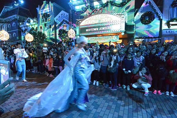 香港迪士尼樂園:《魔雪奇緣》聖誕亮燈禮 (32).JPG