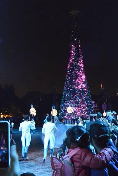 香港迪士尼樂園:《魔雪奇緣》聖誕亮燈禮 (34).JPG