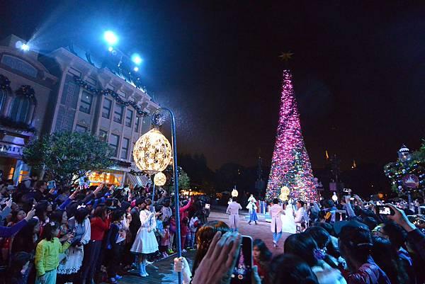 香港迪士尼樂園:《魔雪奇緣》聖誕亮燈禮 (35).JPG