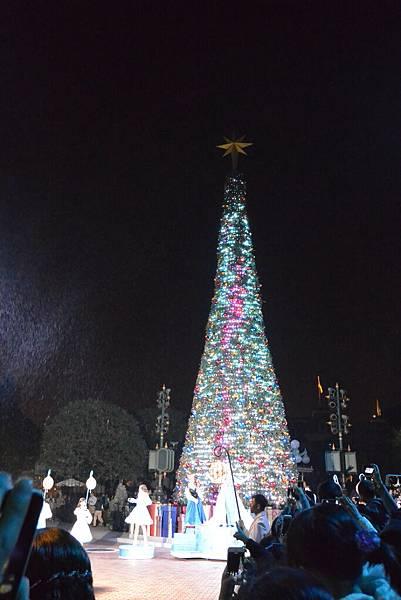 香港迪士尼樂園:《魔雪奇緣》聖誕亮燈禮 (37).JPG