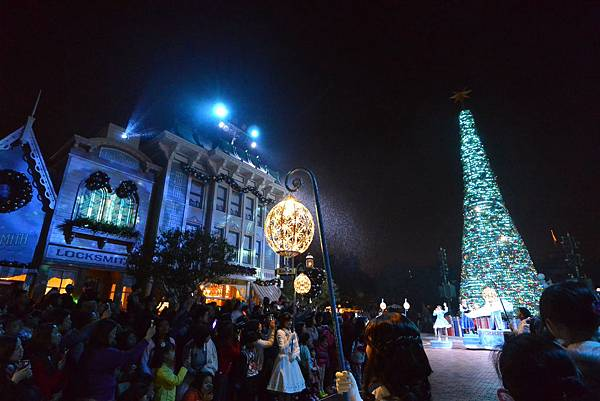 香港迪士尼樂園:《魔雪奇緣》聖誕亮燈禮 (38).JPG