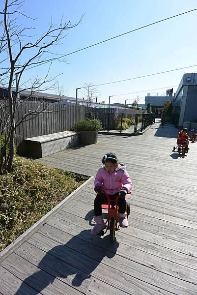 日本福岡市JR博多シティ:つばめの杜ひろば (7).JPG