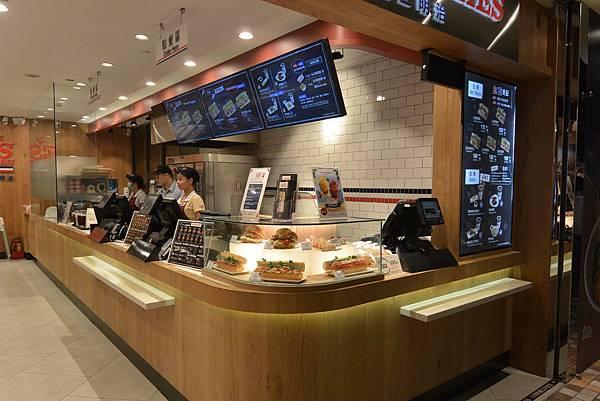 台北市LEE%5CS SANDWICHES統一時代店 (2).JPG