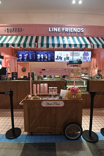 台北市LINE FRIENDS CAFE %26; STORE (7).JPG
