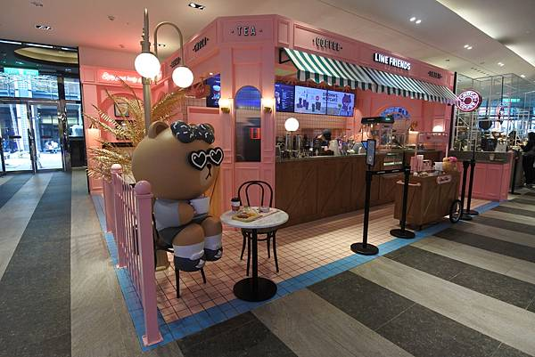台北市LINE FRIENDS CAFE %26; STORE (17).JPG