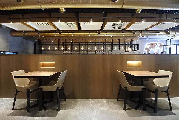 台中市黑浮咖啡台中公益店 (11).JPG