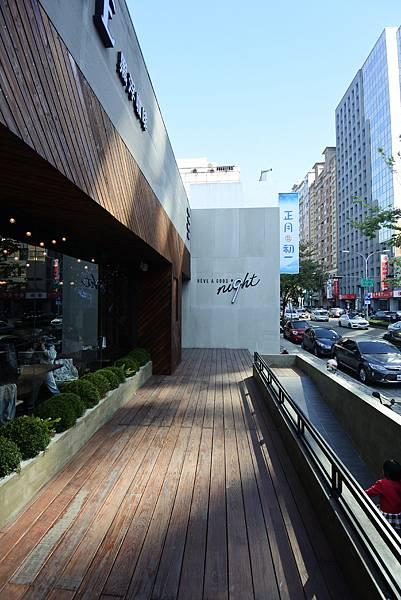 台中市黑浮咖啡台中公益店 (34).JPG