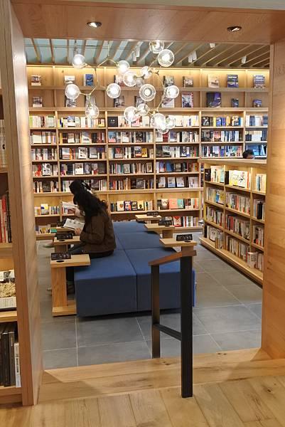 台北市TSUTAYA BOOKSTORE (5).JPG