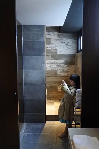 台中市草悟道文創旅館:鐵支四人房(有浴缸) (16).JPG