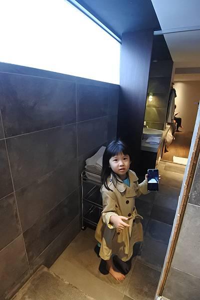台中市草悟道文創旅館:鐵支四人房(有浴缸) (27).JPG