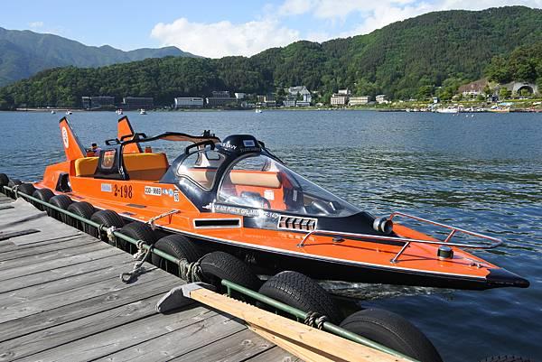 日本山梨県河口湖モーターボート (1).JPG