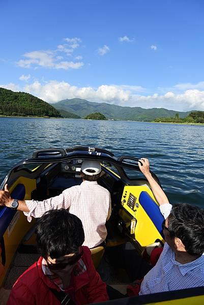 日本山梨県河口湖モーターボート (23).JPG