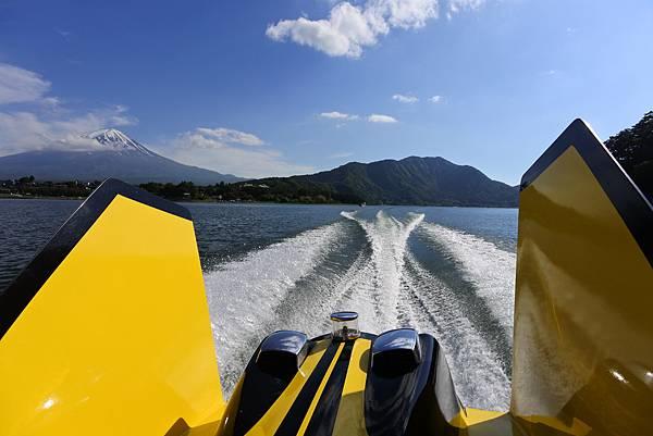 日本山梨県河口湖モーターボート (24).JPG