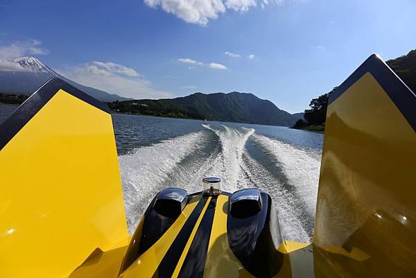 日本山梨県河口湖モーターボート (25).JPG