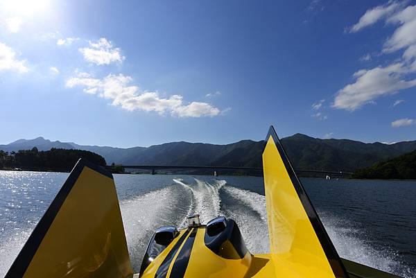 日本山梨県河口湖モーターボート (28).JPG