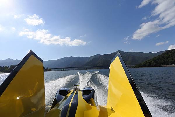 日本山梨県河口湖モーターボート (29).JPG