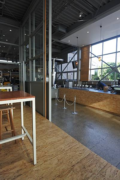 日本東京都BLUE BOTTLE COFFEE清澄白河ロースタリー&カフェ (2).JPG