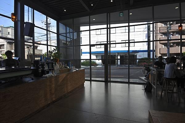 日本東京都BLUE BOTTLE COFFEE清澄白河ロースタリー&カフェ (15).JPG