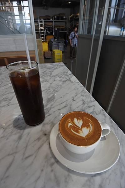 日本東京都BLUE BOTTLE COFFEE清澄白河ロースタリー&カフェ (12).JPG