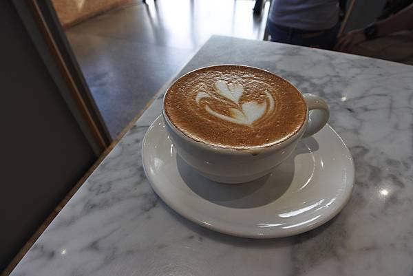 日本東京都BLUE BOTTLE COFFEE清澄白河ロースタリー&カフェ (13).JPG