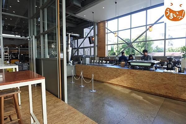 日本東京都BLUE BOTTLE COFFEE清澄白河ロースタリー&カフェ (1).JPG
