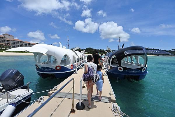 日本沖縄県ブセナ海中公園:ガラス底ボート (1).JPG