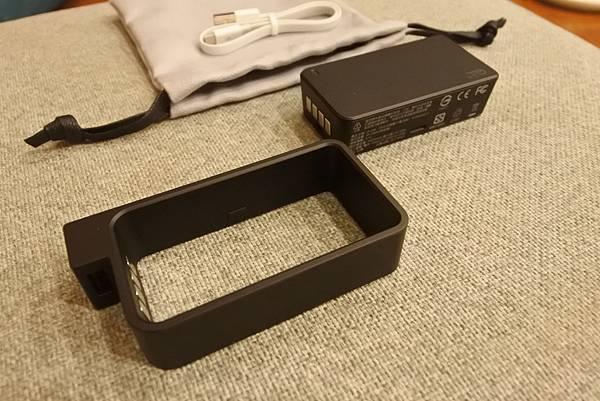 Q-SWAP 極速得電行動電源系統15600-UV黑白雙色配 (7).JPG