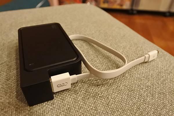 Q-SWAP 極速得電行動電源系統15600-UV黑白雙色配 (8).JPG
