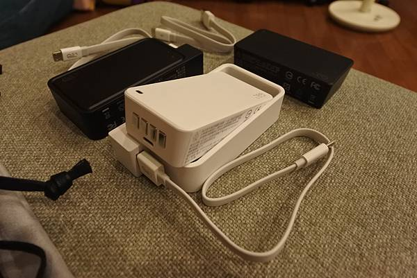 Q-SWAP 極速得電行動電源系統15600-UV黑白雙色配 (10).JPG
