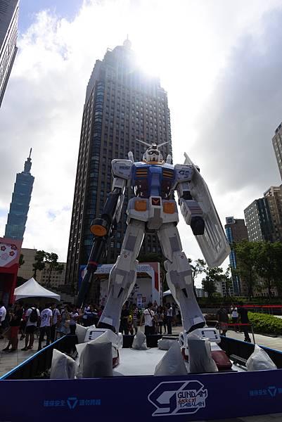 台北市6M巨型鋼彈首度降臨台灣! (1).JPG